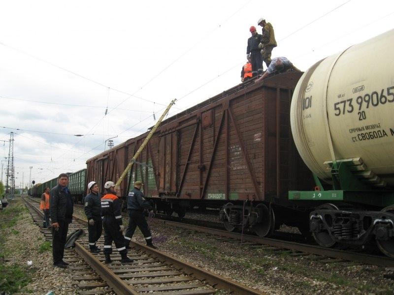 В Таганроге двух девушек, залезших на цистерну, ударило током напряжением 1000 вольт