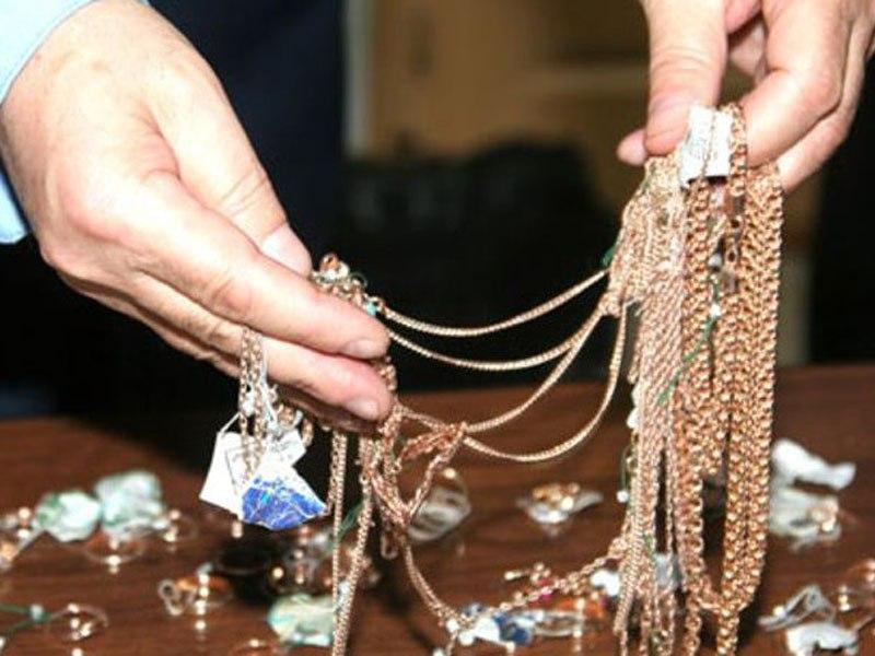В Таганроге разбойник-рецидивист ограбил ювелирку и вынес 32 золотые цепочки