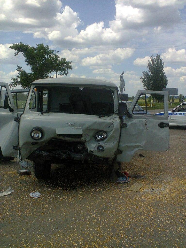 Недалеко от Таганрога столкнулись UAZ «Буханка» и «четырнадцатая», пятеро пострадавших