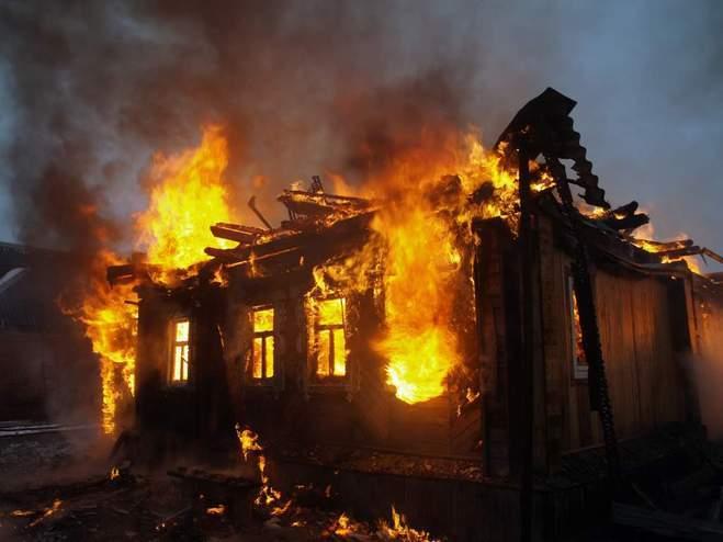 Под Таганрогом два человека погибли на пожаре