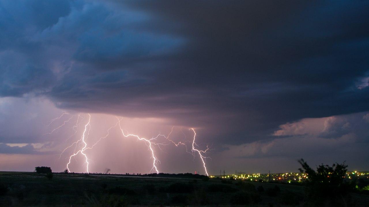 МЧС: В Таганроге и области ожидаются дожди с грозами и градом, ветер 15-20 м/с