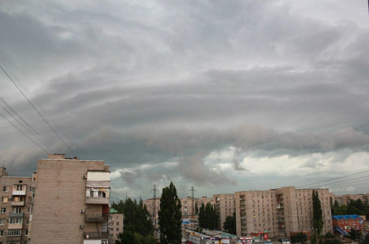 МЧС объявило штормовое предупреждение в Таганроге и Ростове