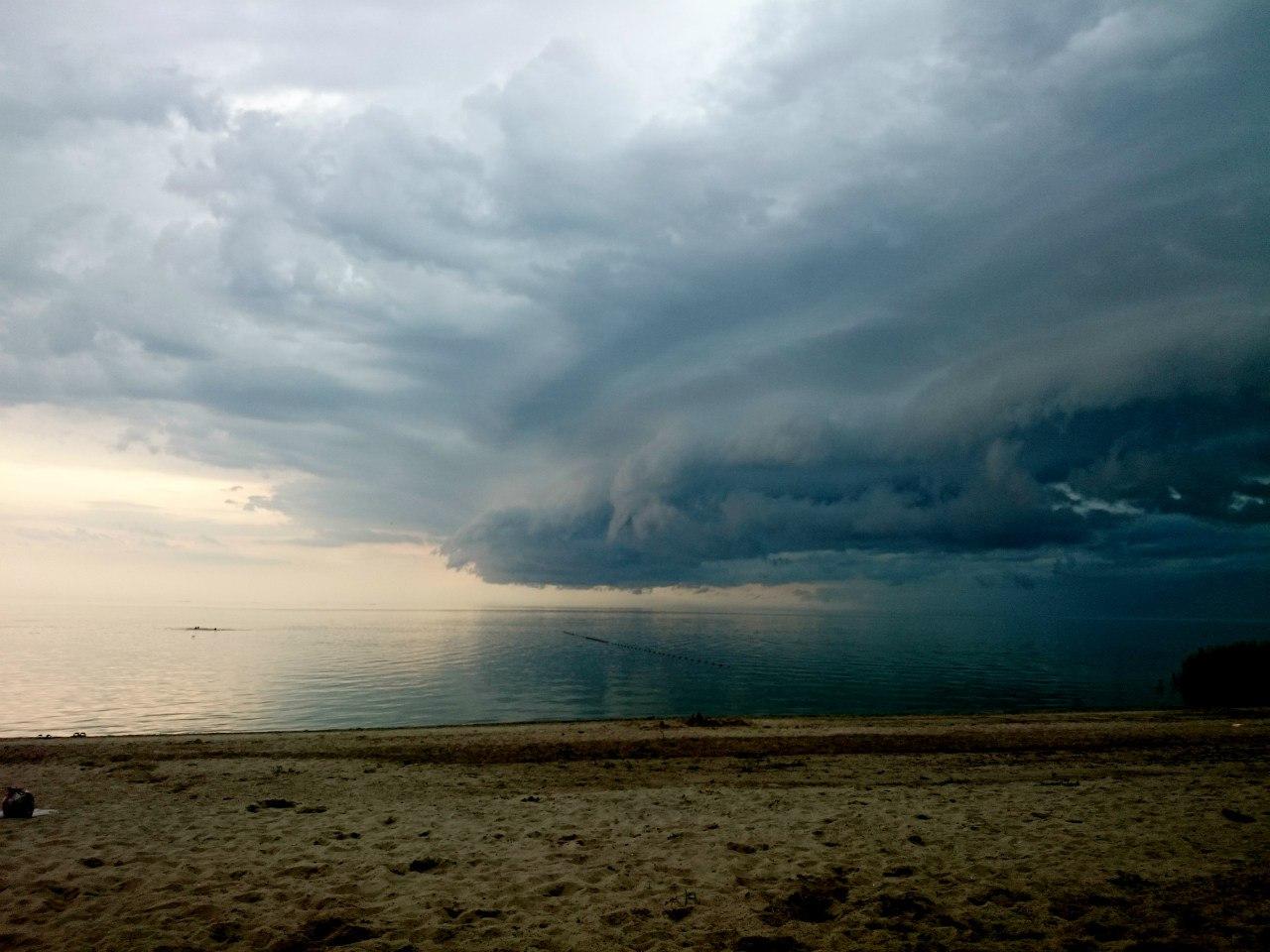 Экстренное предупреждение МЧС: к вечеру в Таганроге ожидаются сильные дожди с градом и грозой