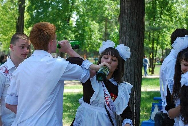 Школьников Таганрога ожидают «сухие» выпускные