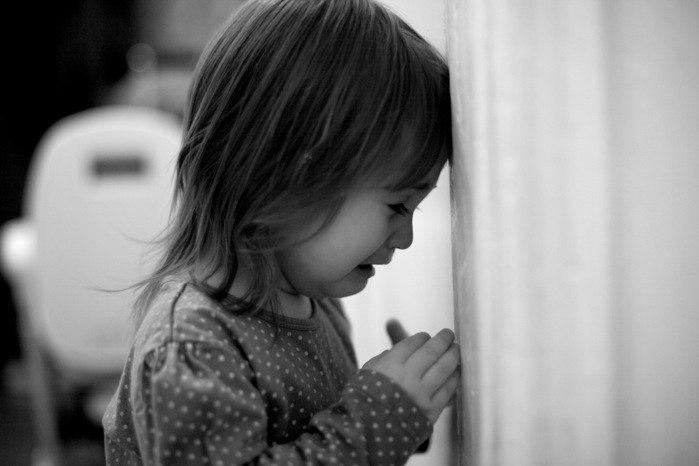 Под Таганрогом 15-летняя школьница «потеряла» на улице села свою 2-ух летнюю сестричку