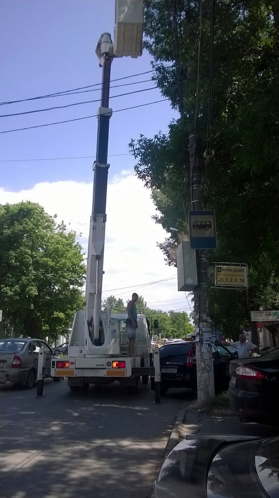 В Таганроге начались работы по восстановлению уличного освещения