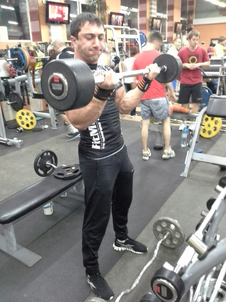 Khadzhimurat Zoloev biceps training with barbell  │ Photo Source: Khadzhimurat Zoloev