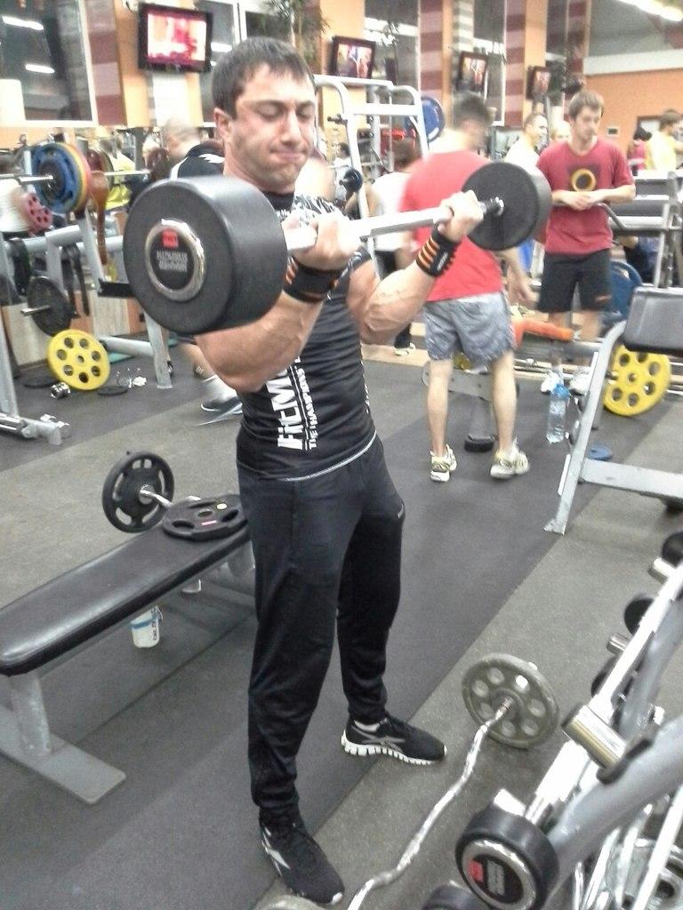 Khadzhimurat Zoloev biceps training with barbell  │ Photo Source: Khadzhimurat Zoloev