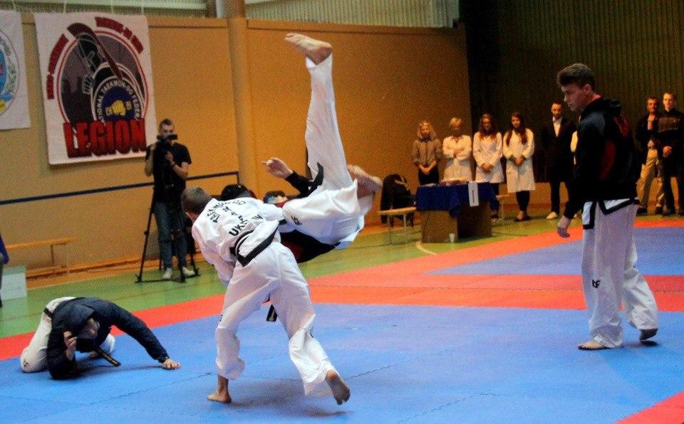 З п'ятниці по суботу, 25-26 вересня, в муніципальному фізкультурно-оздоровчому центрі відбувся чемпіонат Івано-Франківська з таеквон-до (ІТФ).