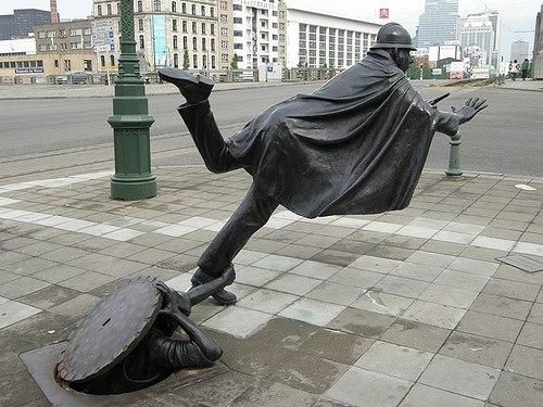 Самые нелепые памятники в мире!