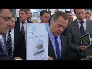 Дмитрий Медведев посетил выставку `Импортозамещение` - Первый канал