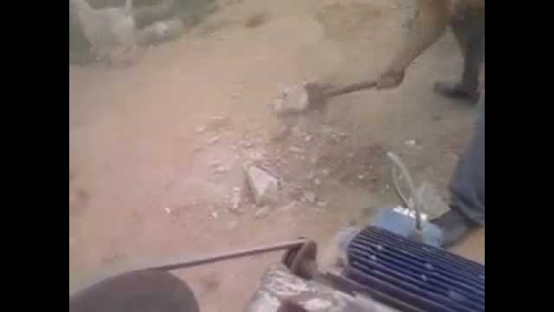 Самодельная щековая мини дробилка. Дробление камня.