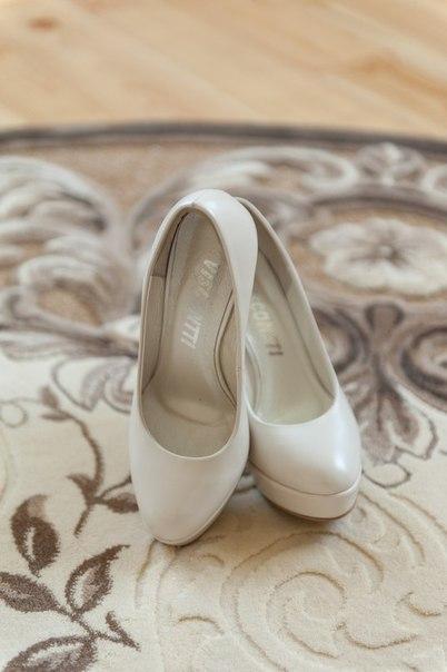 Продам весільне взуття Vissconti. Колір