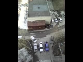 Видео как я кидаю кросовок с 12 этажа)))13.04.15г.