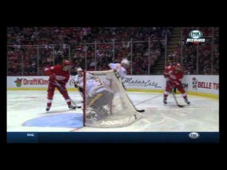 Henrik Zetterberg scores a goal from behind the goal line! Red Wings Predators