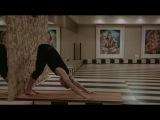 Йога для начинающих. Растяжка поперечного шпагата 1.