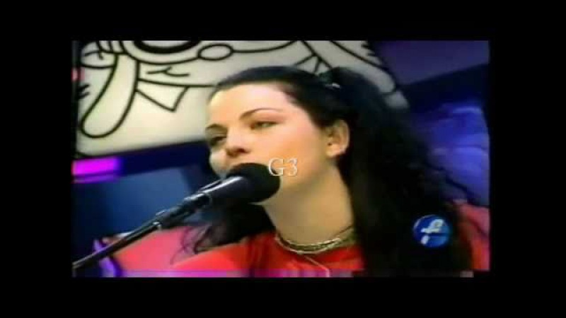 Amy Lee's Live Vocal Range: Eb3-E6 (3.1 Octaves)