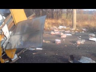 Харьков Украинские военные врезались в фуру с мясом.