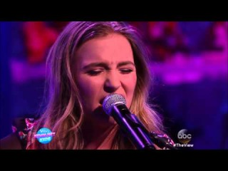 Lennon and Maisy We Got A Love The View 2015 04 01