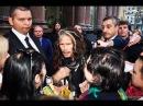 Стивен Тайлер смотрит сцену на Лубянке, встречает толпу фэнов у отеля, покидает бар 3.09.2015