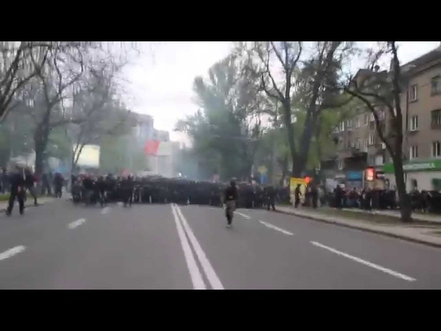 28 апреля 2014. Донецк. ⚡ Ukraine crisis 2014 - Donetsk - Violent Clashes - Ukrainian Ultras versus DPR Supporters