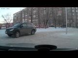 В Караганде сняли на видеорегистратор юную школьницу за рулем Lexus
