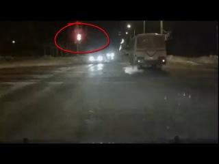 Водитель автобуса страдает дальтонизмом - Снежинск 9 марта 2016