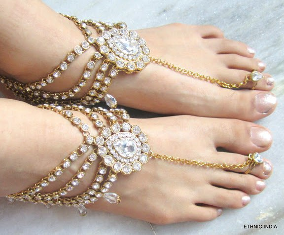 Gorgeous accessory ideas for wedding at banquet halls in Pune