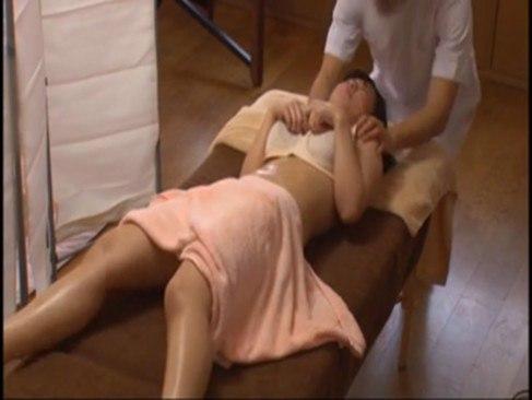 Bokep Jepang Suami Nonton Istrinya Pijat Sex