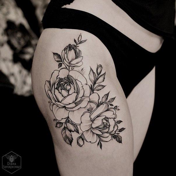 Женские тату цветы на ноге