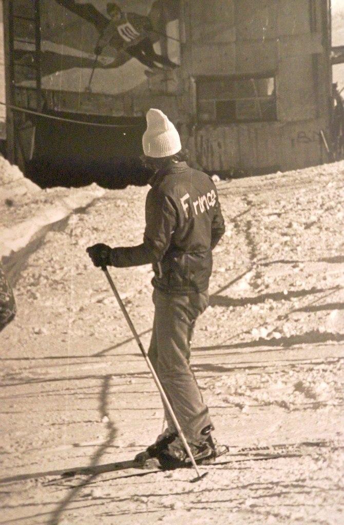 ... Олимпийских играх в 1956-ом году) и Виктор Федоров. Подъёмник начинался  на месте нынешней станции левой канатной дороги и тянулся к самой вершине  горы. 0d242cf69e7