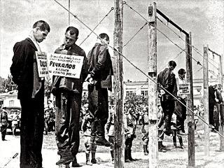 Публичная казнь фашистов на городской площади в Краснодаре , 18 июля 1943 г. Кинохро...