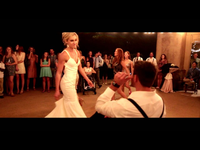 Bride Her Bridesmaids Perform the Best Beyoncé Wedding Dance Routine in Texas