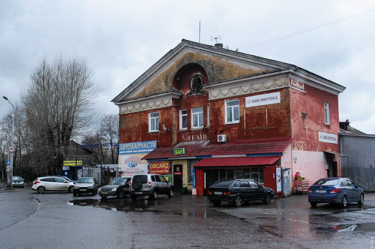"""Бывший кинотеатр """"Темп"""" в микрорайоне Заостровка"""