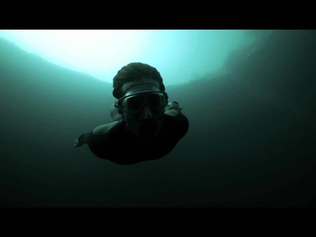 Гийом Нери. Бейсджампинг в Голубую дыру Дина/Guillaume Nery base jumping at Dean's Blue Hole