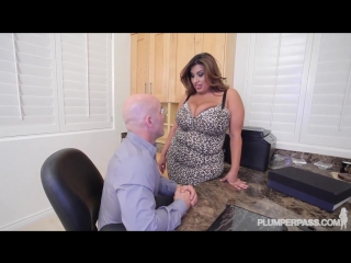 Bbw sofia rose gets fucked on the job