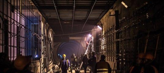 В тоннеле московского метро диггеры устроили секс акцию