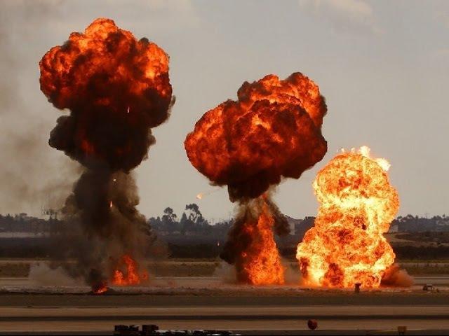 НЛО бомбит Словянск. АТО передовая Украина. 2015 UFO bombed Slovyansk. ATO advanced Ukraine.