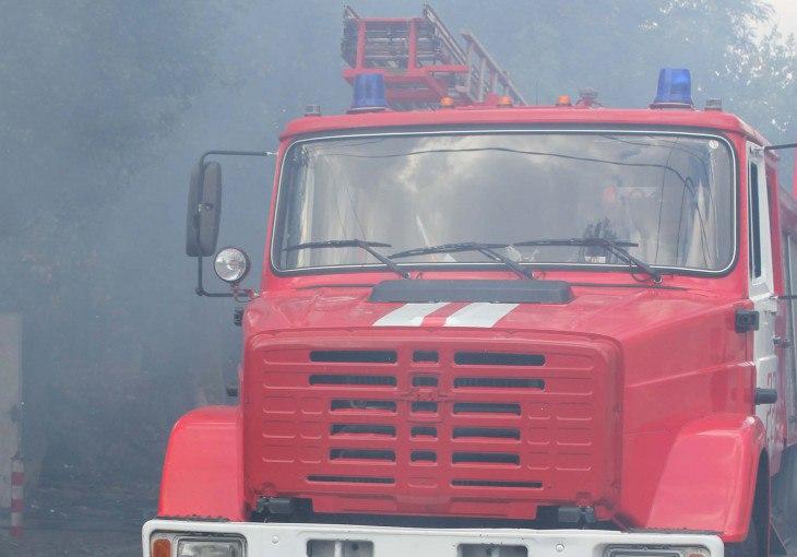 Под Таганрогом горела станция техобслуживания, один пострадавший, один спасенный