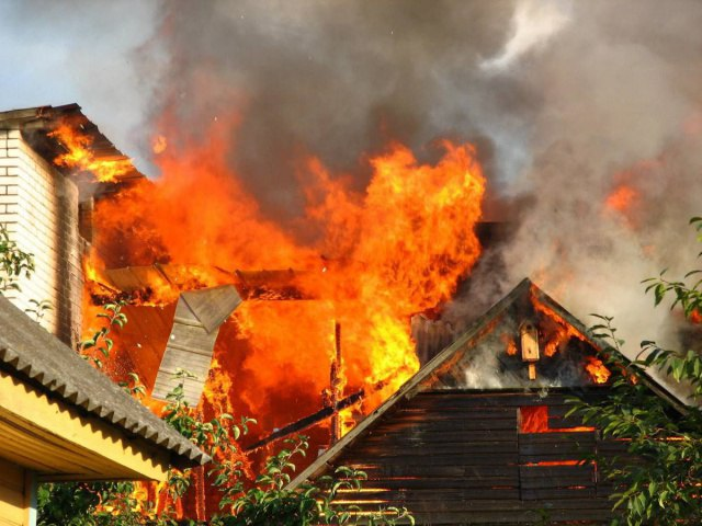 Вчера под Таганрогом горели частный жилой дом и хозяйственная постройка