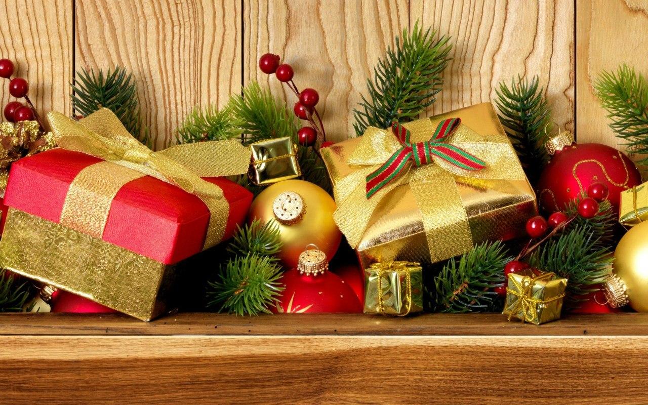 Новогодние картинки с подарками под елкой