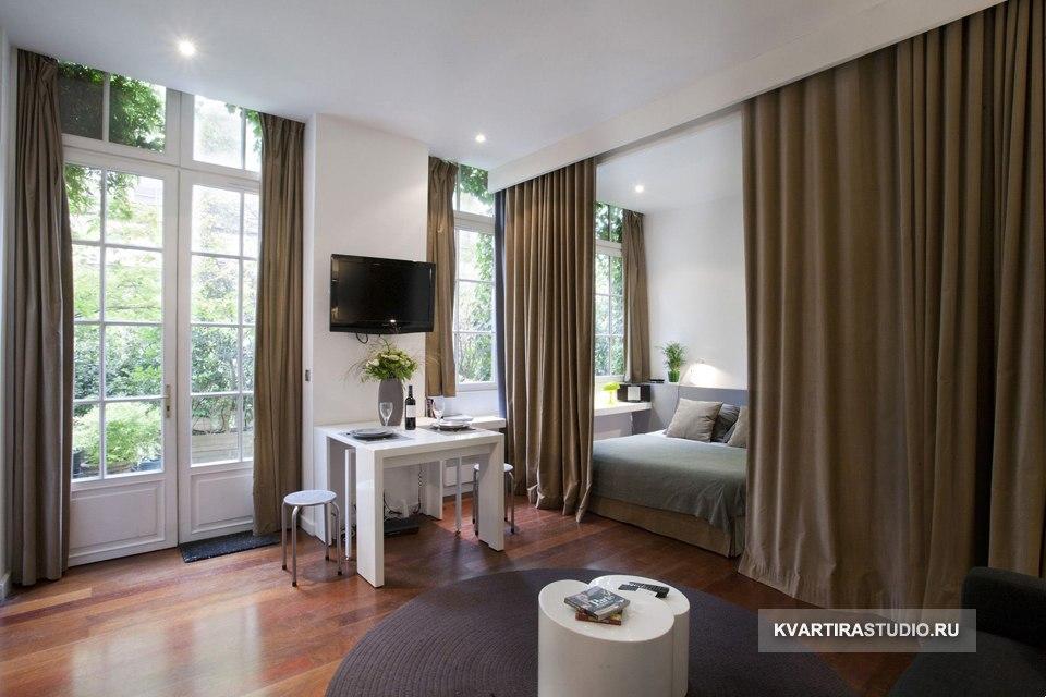 Зонирование квартиры-студии 31 м в Париже / Франция шторами - http://kvartirastudio.