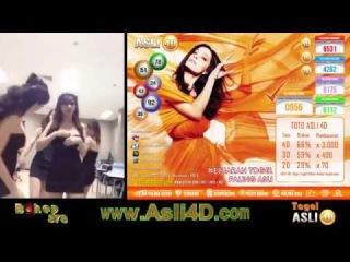 Asli4D Agen Togel Japan Online SPG Kumpul Pamer Belahan Dada