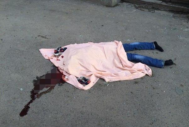 23-летний парень перед прыжком из окна выложил из осколков на подоконнике «СПАСИБО».