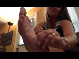 Giantess Mom