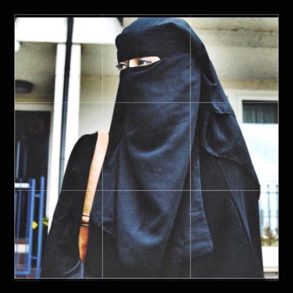 Девушка в Исламе должна ассоциироваться с послушной женой, правоверной матерью и должна излучать спокойствие и скромность..??