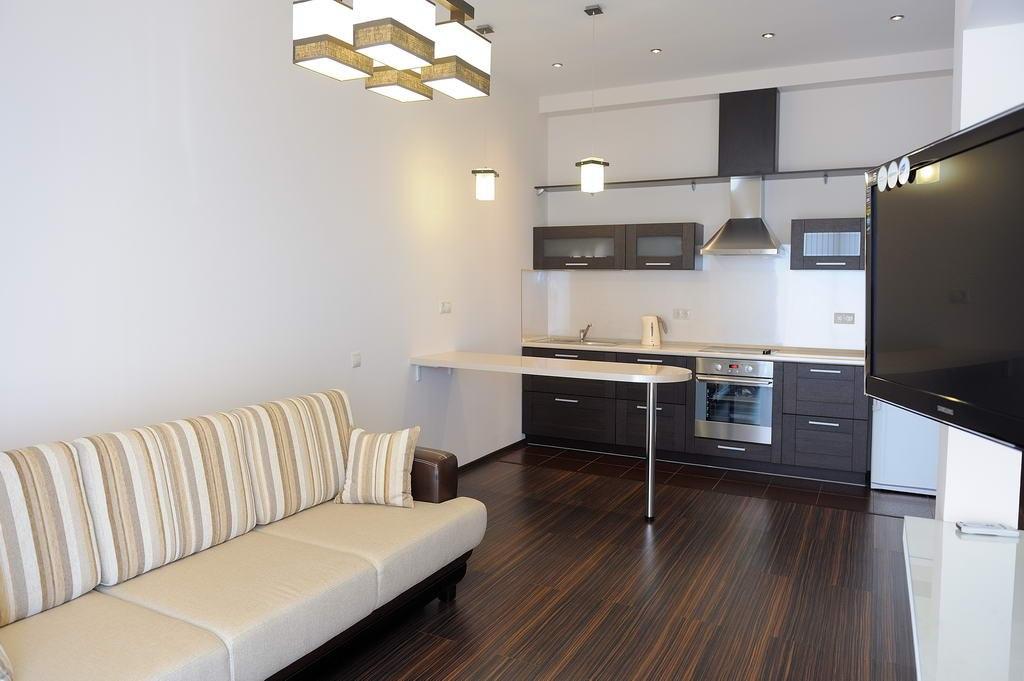 Квартира в Сочи с интересным зонированием спального места.