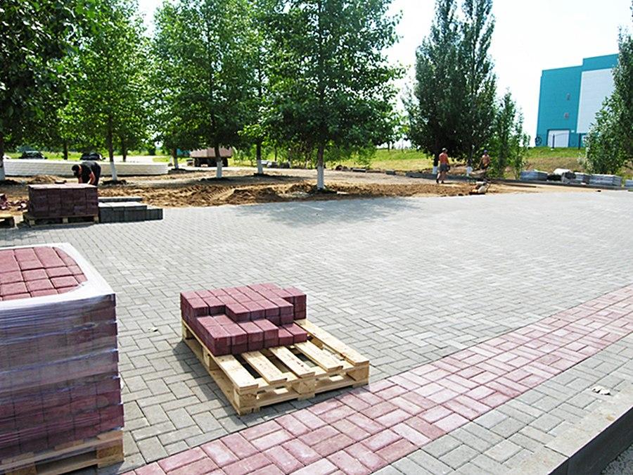 В Нижнекамском районе строят парк Победы площадью более 2700 кв. м