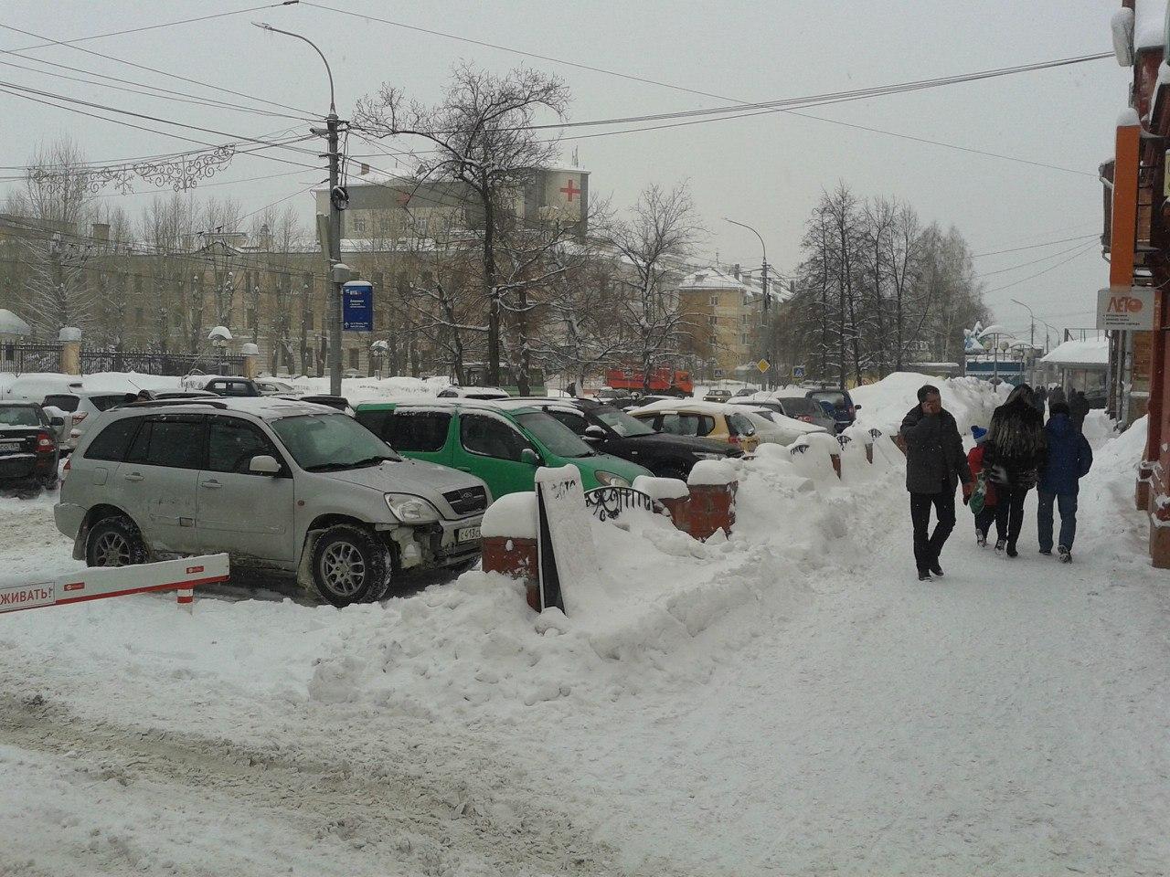 """В Томске снова наступил """"снежный коллапс"""""""