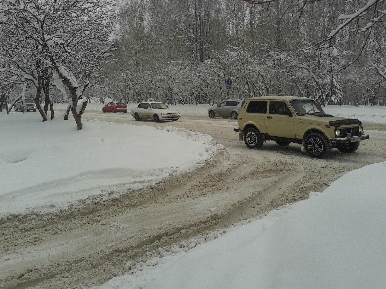 В Ленинском районе Томска от снега очищены основные магистрали